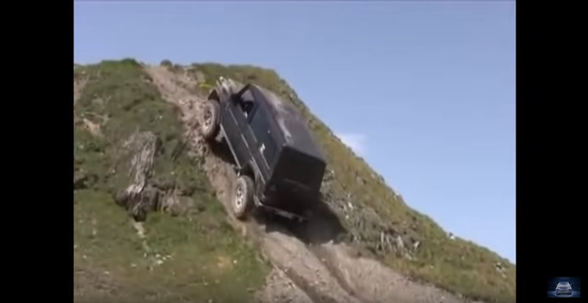 Photo of Mercedes G vs Land rover
